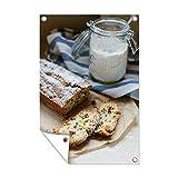 Gartenposter - Rosinenkuchen mit Puderzucker im Weckglas - 80x120 cm