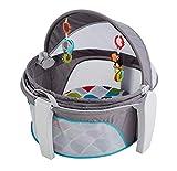 Fisher-Price FWX16 - Baby Reisekorb und Babybett für Unterwegs, faltbarer Korb mit Sonnen- und Insektenschutz inkl. 2 Spielzeugen ab der Geburt [Exklusiv bei Amazon]