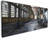 Wallario XXXL Riesen- Leinwandbild Alte Industriehalle leerstehend und einsam - 80 x 200 cm Brillante lichtechte Farben, hochauflösend, verzugsfrei
