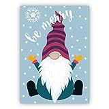 4 Stück im Set: Fröhliche Weihnachtskarte mit süßem Wichtel im Schnee: be merry • schönes Glückwunsch Karten Set mit Umschlägen zu Weihnachten, Neujahr, Silvester für Familie