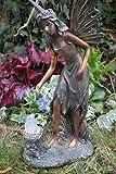 Kremers Schatzkiste Edle Elfe stehend mit Solar Frosch auf Baumstamm Figur Gartenfigur Fee Fairy