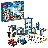 LEGO 60246 City Polizeistation, Bauset mit 2 Trucks, Leucht- und Sound-Steinen, Drohne und Motorrad