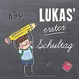 Lukas' erster Schultag: personalisiertes Erinnerungsalbum & Gästebuch zur Einschulung / Schulanfang für Lukas, 21x21cm, für Jungs mit Tafelhintergrund