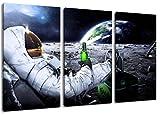 Dream-Arts Astronaut auf Mond Motiv, 3-teilig auf Leinwand (Gesamtformat: 120x80 cm), Hochwertiger Kunstdruck als Wandbild. Billiger als EIN Ölbild! Achtung KEIN Poster oder Plakat!