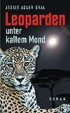 Leoparden unter kaltem Mond