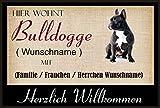 Crealuxe Fussmatte/Hundemotiv - Herzlich Willkommen/Hier wohnt Bulldogge (Wunschname) mit Familie (Wunschname) - Fussmatte Bedruckt Türmatte Innenmatte Schmutzmatte lustige Motivfussmatte