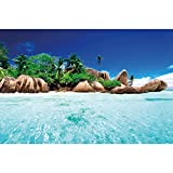 GREAT ART® XXL Poster – Insel im Paradiesischen Kristallklaren Wasser – Wanddekoration Strand Natur Sonne Meer Deko Wandbild Wohnzimmer Strand Motiv Dekoration Fotoposter (140 x 100 cm)