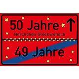 vanva 50 Jahre Party Deko Schild für den 50 Geburtstag Geschenke für Mädchen 50 und Jungen Herzlichen Glückwunsch Spruch im Ortsschild Design Party Deko Geschenkideen für den 50 Geburtstag Rot