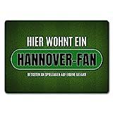 trendaffe - Hier wohnt EIN Hannover-Fan Fußmatte ohne Rand mit Rasen Motiv