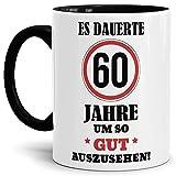 Tassendruck Geburtstags-Tasse Es dauerte 60 Jahre um so gut auszusehen Innen & Henkel Schwarz/Geburtstag/Geschenkidee/Scherzartikel/Lustig/mit Spruch/Witzig/Spaß/Fun/Kaffeetasse/Mug/Cup