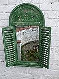 Traumhafter Wandspiegel mit Fensterläden im Landhausstil, Shabby-Chic, grü