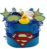 Superman ! Windeltorte für Jungen in Handarbeit hergestellt Geschenk zur Geburt Taufe oder Babyparty incl. Badeente, Lätzchen, 2x Löffel, Söckchen und Qualitätswindeln