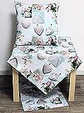 Hossner Heimtex Tischläufer Mitteldecke Kissenhülle Kissenbezug Tischdecke 100% Baumwolle Landhausstil graue Herzen und rosa Rosen auf einem Untergrund in hellblau leicht türkis (40 x 140 cm)