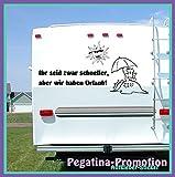 """Hochwertige Wohnwagen / Wohnmobil Aufkleber """" 'Ihr seid zwar schneller, aber wir haben Urlaub' mit Sonne und Strand 100x60 cm """" von Pegatina Promotion ®aus Hochleistungsfolie geplottet, auf Montagefolie ohne Hintergrund, Lustige Sprüche, Deko, Dekoration Ihres WOMO WOWA Aufkleber, Fun, Spass, Spassaufkleber, Truck, Urlaub, Van, Wohnmobile, Trucks, Sticker,"""