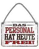 Das Personal hat Heute frei - witziges Metallschild mit Kordel und Saugnapf - Hängeschild mit lustigen Spruch - Deko für Wohnung Werkstatt Arbeit Büro Küche Laden Geschäft Betrieb Firma - 18x12cm