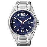 Citizen Titan-Eco-Drive (solarbetrieben) Armbanduhr, rundes blaues Zifferblatt, Titan-Silbergehäuse und Band, kratzfestes Saphirglas und Datumsanzeige, AW1240-57M